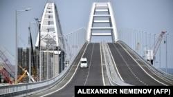 Вид на автодорожный Крымский мост. Май 2018 года.