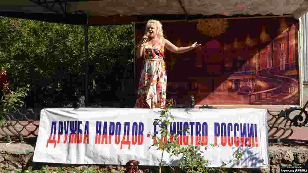 Колишня солістка ансамблю Військово-морських сил України Тетяна Барткова виконала на фестивалі військову пісню