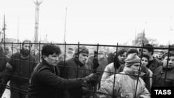 Mulțime în fața Parlamentului de la Vilnius, 15 ianuarie 1991