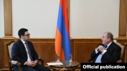 Президент Армении Армен Саркисян (справа) и министр юстиции Рустам Бадасян, Ереван, 10 марта 2020 г.