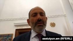 Премьер-министр Армении Никол Пашинян в прямом эфире комментирует скандальную аудиозапись, Ереван, 11 сентября 2018 г.