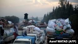 Սիրիա, Իդլիբից հյուսիս-արևմուտք գտնվող Հազանո գյուղը, սիրիական ընտանիքներն ուղևորվում են դեպի թուրք-սիրիական սահման, 24-ը դեկտեմբերի, 2019թ.