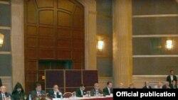 Serzh Sarkisian meets representatives of Armenian Diaspora, Beirut, 06Oct, 2009