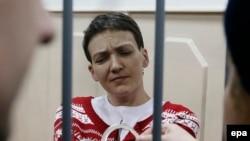 Надежда Савченко Мәскеудің Басман сотында. 4 наурыз 2015 жыл.