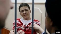 Nadia Savcenko la o audiere în tribunal la Moscova