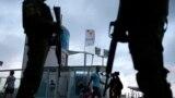 Олимпиада алдында қаладағы туристер көп жүретін аймақтарда күзет күшейтілген. Полиция көшеде қарумен жүреді.Рио-де-Жанейро. 30 шілде 2016 жыл.