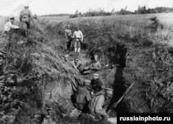 Ақ армия жауынгерлері траншеяда. 1919 жыл.