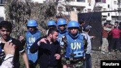 Сирияда азырынча БУУнун аз сандагы гана байкоочулары иштөөдө. Хомс, 24-апрель, 2012-жыл.