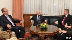 Средба на претседателот Ѓорге Иванов и посредникот на ОН Метју Нимиц