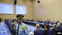 مذاکرات فرانسه و روسیه وآمریکا در وین با ایران که به صدور پیشنویس توافقنامه مبادله اورانیوم انجامید.