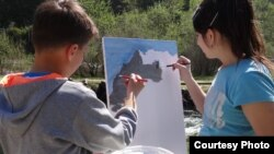 Фотографии на УСАИД од различни активности во кои се вклучени ученици од Македонија.