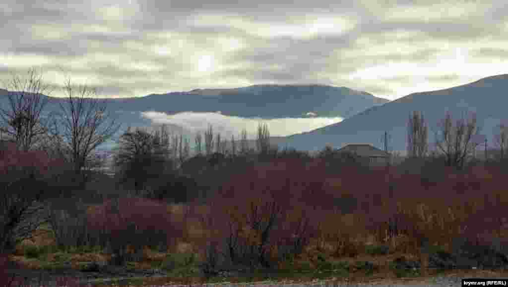 Туман «сповзає» на Перевальне зі схилів Долгоруківської яйли
