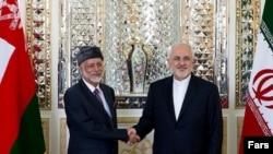 محمدجواد ظریف (راست) و یوسف بن علوی
