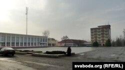 Цэнтральная плошча пасёлка – бяз помніка Леніна і бязьлюдная