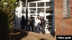 Poliția germană arestînd la Hamburg traficanți de ființe umane (Foto: TV/NDR)
