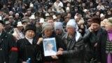 Кыргызстан: курман болгондор менен коштошуу