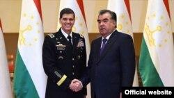 Президент Эмомали Рахмон жана генерал Жозеф Вотел. Душанбе, 15-июнь, 2016-жыл.