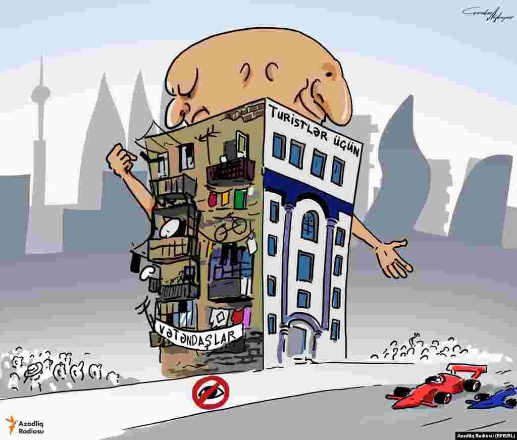 """Лицевая сторона здания """"Для туристов"""", сторона с балконами """"Для граждан"""""""