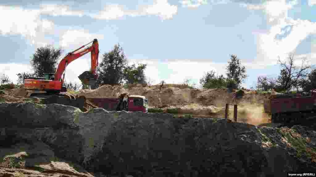 Хвостохранилище эксплуатировалось с 1968 года и предназначалось для сбора ядовитых отходов обогащения руд «Камыш-Бурунского железорудного комбината»