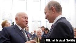 Президент России Владимир Путин и бывший мэр Москвы Юрий Лужков