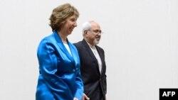 جواد ظریف، وزیر امورخارجه ایران، در کنار کاترین اشتون