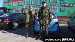 Зьміцер Дашкевіч і Сяргей Пальчэўскі каля Веткаўскага РУУС