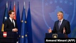 Pres-konferencija Sebastijana Kurca i Hašima Tačija u Prištini