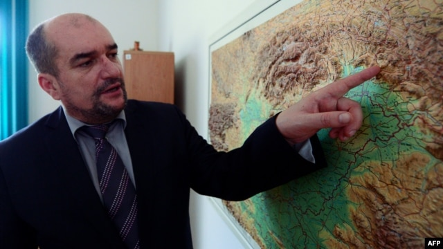 Laszlo Brenzovics deputy president of the Hungarian Cultural Assiciation in Transcarpathia, points on a map during a meeting with the press at the Hungarian Institute in Berehove, Ukraine.