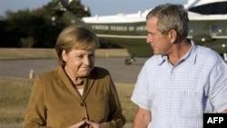 Ангела Меркел ва Ҷорҷ Буш дар Кроуфорди Тексас, 10 ноябри соли 2007.