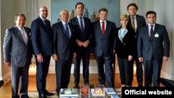 Президент Петро Порошенко у Нью-Йорку зустрівся з представниками держав-учасниць спільної групи з розслідування авіакатастрофи літака МН-17. Фото з сайту президента України