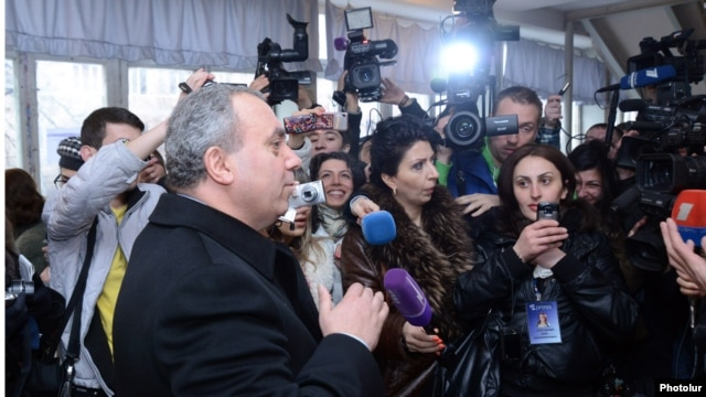 Armenia - Opposition presidential candidate Hrant Bagratian votes talks to reporters at a polling station in Yerevan, 18Feb2013.