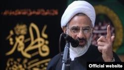 حاجی صادقی در سخنان خود وزیر خارجه ایران را به طرح «اتهامات دروغ و نسبتهای ناروا» علیه سپاه پاسداران متهم کرد.