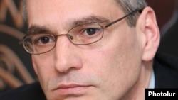 Տարածաշրջանային հետազոտությունների կենտրոնի տնօրեն Ռիչարդ Կիրակոսյանը: