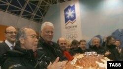 Оценочную комиссию МОК в Сочи встречали хлебом-солью. Чем аукнется традиционное российское гостеприимство?
