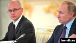 С. Кириенко и В. Путин на заседании Совета при Президенте по развитию гражданского общества и правам человека