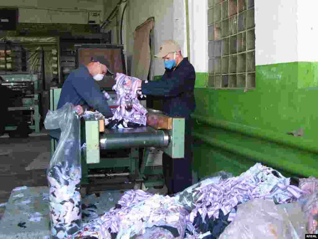 Черкаська виправна колонія № 62 від інших відрізняється своїм виробництвом. З майже півтори тисячі засуджених - 80% працюють.