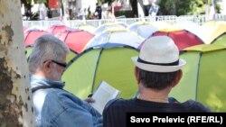 Šatori ispred Skupštine
