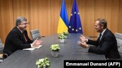 Петро Порошенко і Дональд Туск під час однієї з попередніх зустрічей, листопад 2017 року