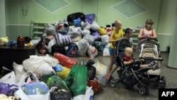 Детей из Славянска, вывезенных из районов боевых действий, поселили в общежитии в небольшом городе Иловайск (Донецкая область)
