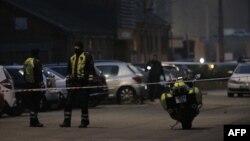 Полицейские оцепили территорию у здания, которое обстреляли неизвестные. Копенгаген, 14 февраля 2015 года.