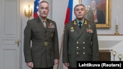 АКШнын генералы Жозеф Данфорджана орус генералы Валерий Герасимов. 8-июнь, 2018-жыл.