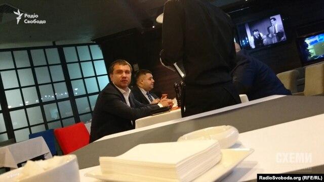 «Схеми» зняли зустріч голови Окружного адмінсуду Києва Павла Вовка із народним депутатом від БПП Олександром Грановським