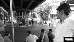 عده ای از کارگران ایرانی در تهران ، عکس تزئینی است