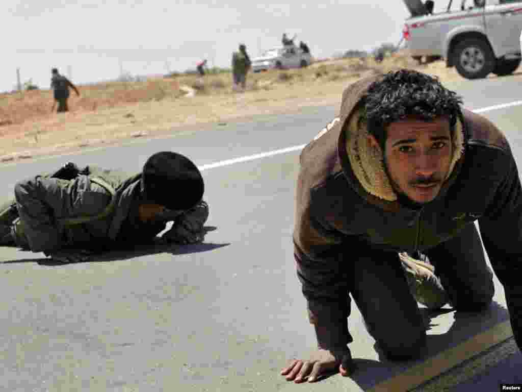 Libija - Borbe u okolini Brege, 04.04.2011. Foto: Reuters / Youssef Boudlal