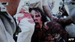 تصویری از مجروح شدن رهبر پیشین لیبی در شهر سرت که با موبایل گرفته شده است.