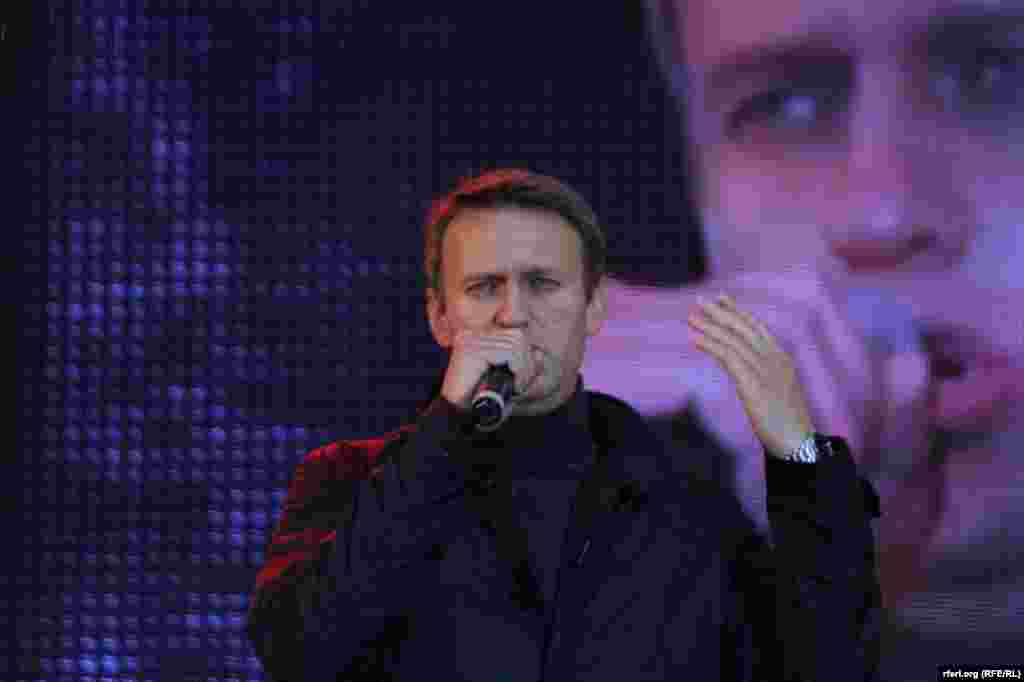 Moscow mayoral candidate Aleksei Navalny addresses supporters at his preelection meeting and concert.