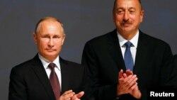 Владимир Путин (слева) и Ильхам Алиев