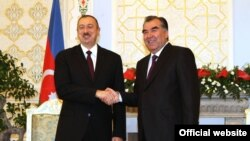 Президент Азербайджана Ильхам Алиев с президентом Таджикистана Эмомали Рахмоном