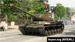 Танк, що заглох на репетиції військового параду в Севастополі, 7 травня 2019 року