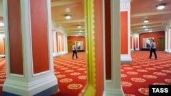 После ремонта Владимира Кехмана театр стал напоминать казино или отель с претензией на роскошь
